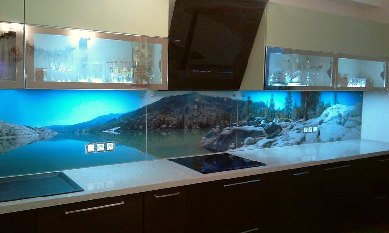 производство качественных стеклянных фартуков