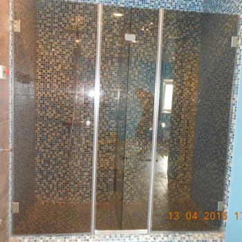 Раздвижные стеклянные двери для душа