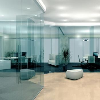 Стеклянные перегородки в офисе