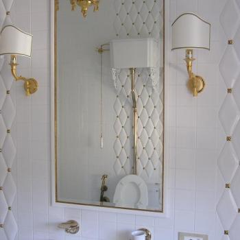 зеркало с минималистичным багетом