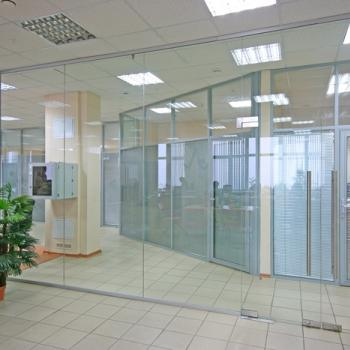 Прозрачные офисные стеклянные перегородки