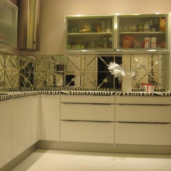 Фартук на кухню из зеркальной плитки