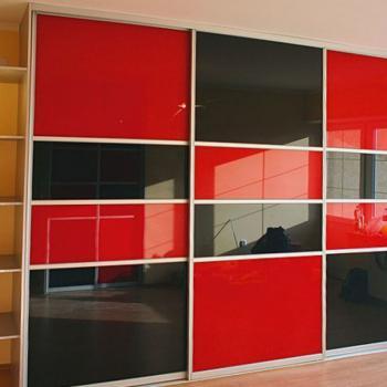Шкаф-купе двери из цветного зеркала