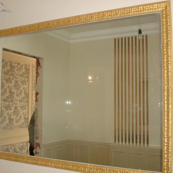 зеркало в позолоченном багете