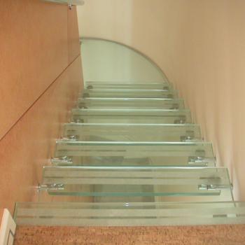 прозрачная стеклянная лестница в частном доме