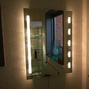 зеркало с подсветкой в магазине