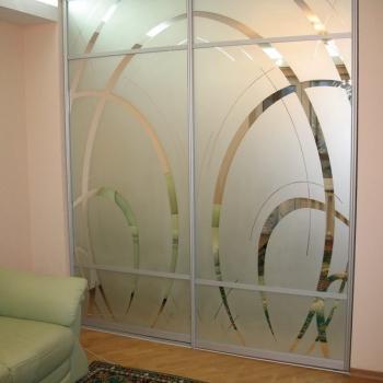 зеркальные двери с пескоструйным рисунком