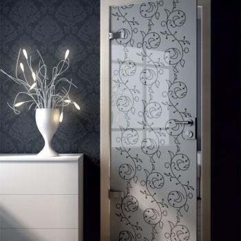 распашная дверь с гравировкой по стеклу