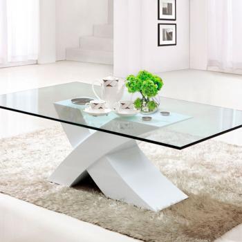 Стеклянный журнальный столик в минималистичном дизайне