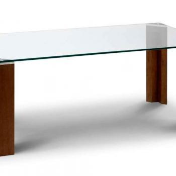 Простой журнальный стеклянный стол на деревянных ножках