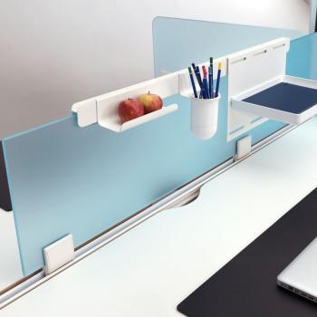Мобильные стеклянные перегородки для разделения рабочих столов