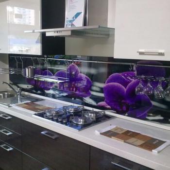 """Фартук для кухни из стекла """"Фиолетовые цветы"""""""