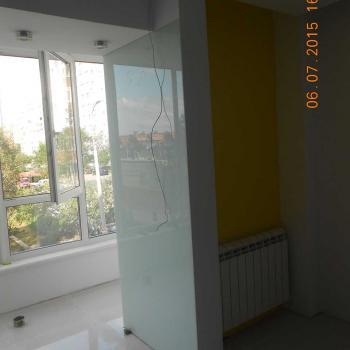 Стена, облицованная панелями из стекла