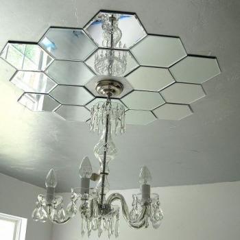 Зеркальный потолок из плиток