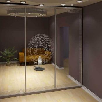трёхстворчатый зеркальный шкаф-купе с рисунком