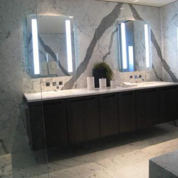 Комплекс из 2-х зеркал для туалета с подсветкой