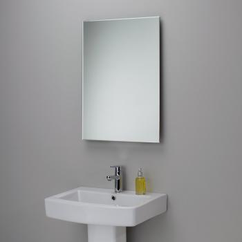 простое настенное зеркало в ванную