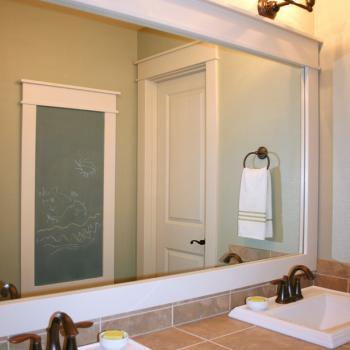 Широкое зеркало для ванной