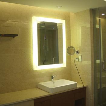 Небольшее зеркало для ванной с подстветкой