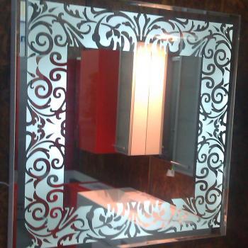 Зеркал ос гравийным рисунком и внутренней подсветкой
