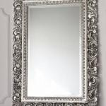 зеркало в серебристом багете