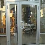 входная алюминиевая дверь со стеклом с зеркальным напылением