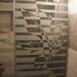 Душевая из стекла с гравировкой