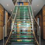 стеклянная лестница в тц