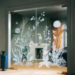 Стеклянные двери с гравировкой