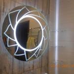 Зеркало с подсветкой - работа нашей студии стекла в Самаре